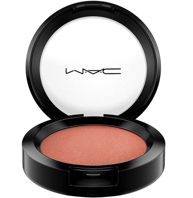 Fall Makeup Trends: M.A.C. Powder Blush in Sunbasque | Fall Makeup Trends 2017