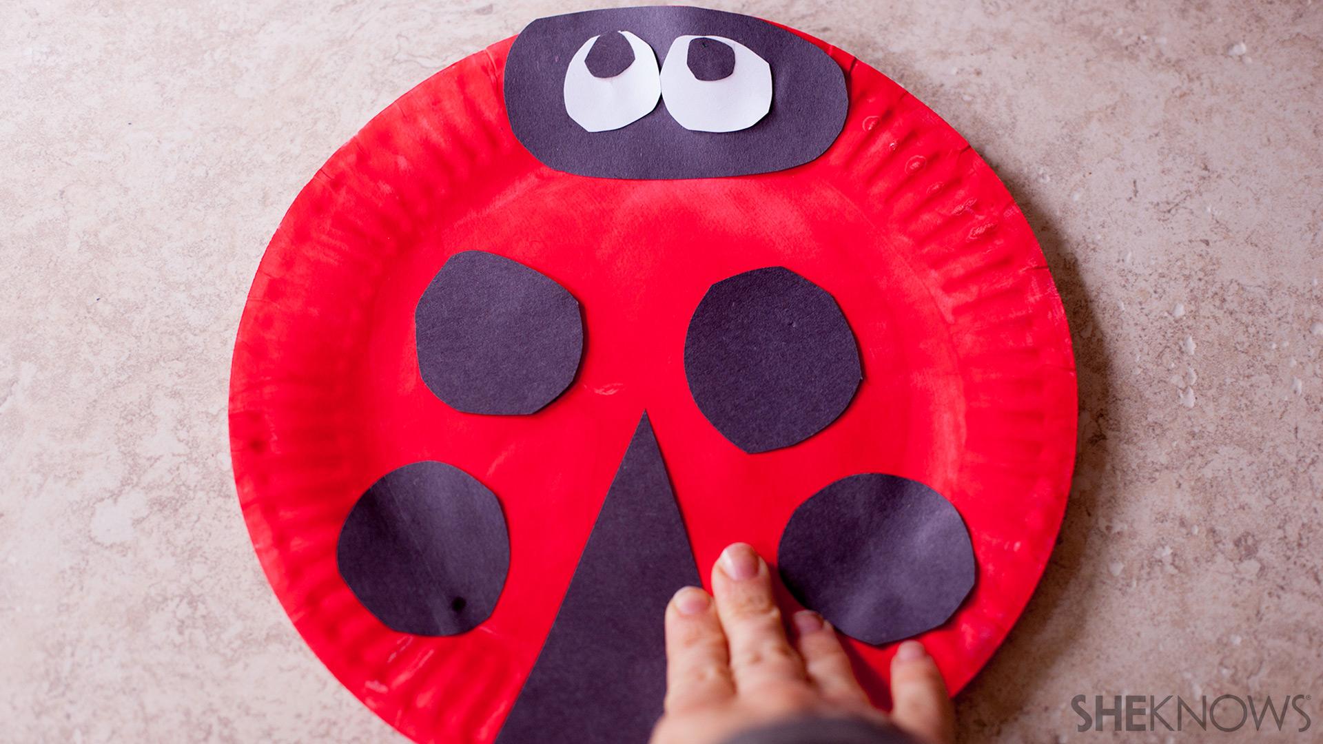 Paper plate fans   Sheknows.com - Ladybug: Step 2