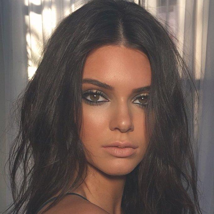 Ways Celebrities Multitask Their Makeup Products | Kendall Jenner—Bronzer as Eyeshadow
