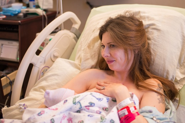 Mom takes photographs of her own labor and delivery