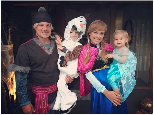 Nick and Vanessa Lachey as Frozen characters