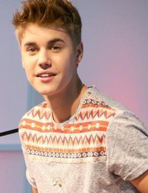 Oprah joins Justin Bieber backstage for