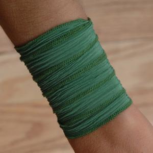 12 Fashionable ways to rock emerald,