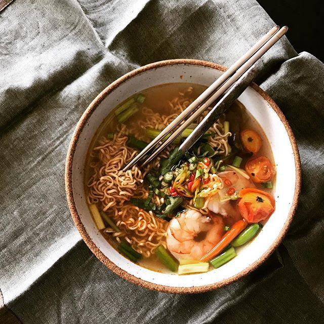 Chrissy Teigen Mouth Watering Recipes: Ramen with Tom Yum soup | Celebrity Eats