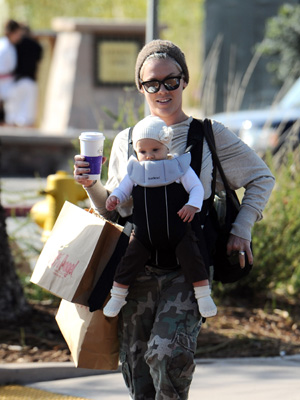 Pink and her daughter Willow