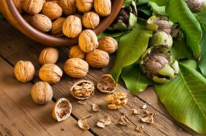 Mediterranean diet: Nuts and olive oil