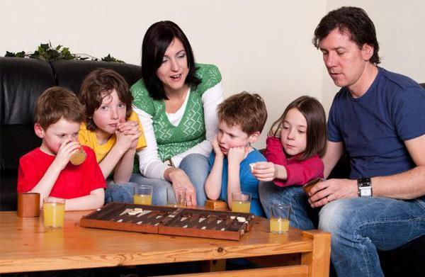 Family game night: 5 Fun themes