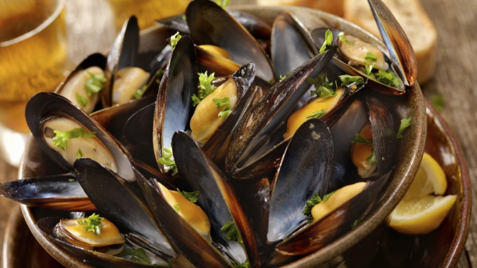 Wine, garlic and parsley mussels