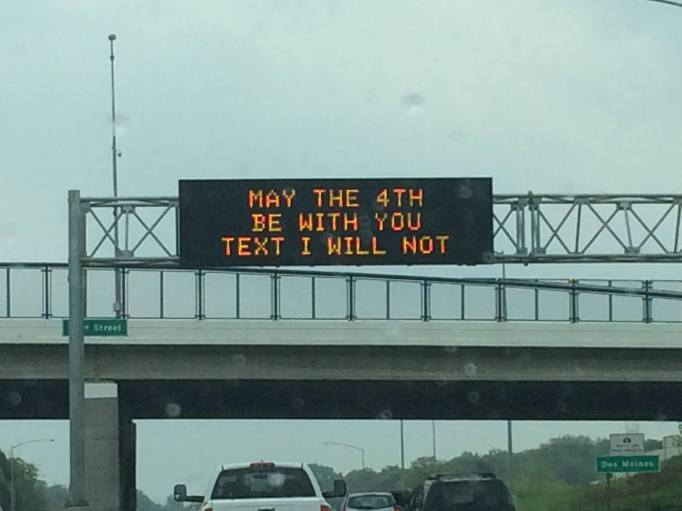 funny-road-sign-texting