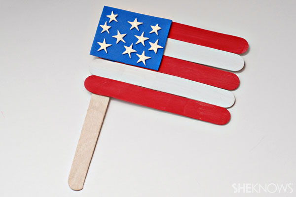 Popsicle stick American flag - Patriotic Memorial Day crafts