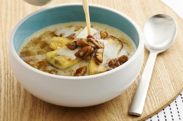 Quinoa porridge with honey bananas