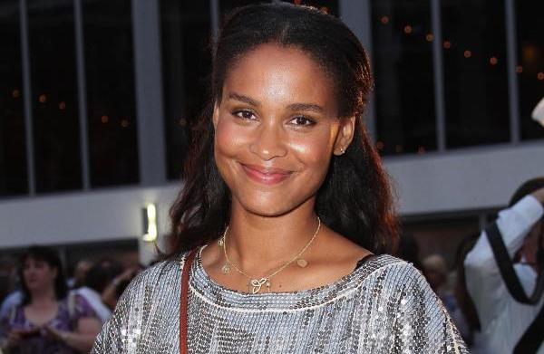 Joy Bryant spills on making out