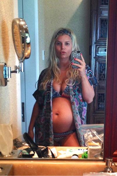 Pregnant Jessica Simpson bikini baby bump