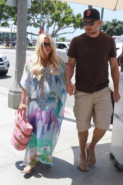 Pregnant Jessica Simpson and Eric Johnson