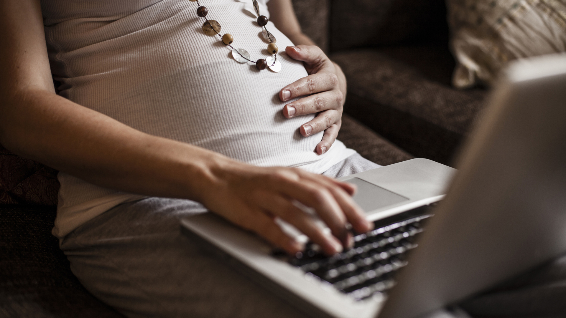 Pregnant woman using laptop | Sheknows.com