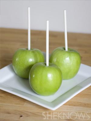 Prepare your apples | Vampire Caramel Apples
