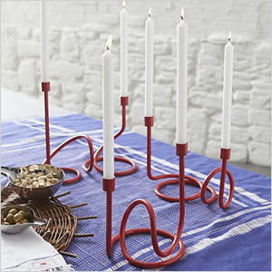 Looping candle holder