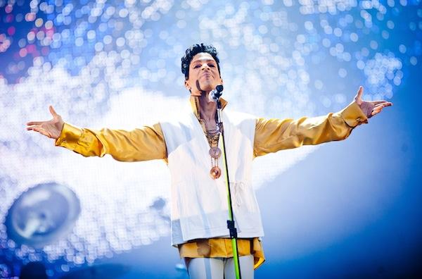 Prince salutes the crowd on tour