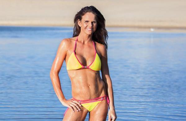 Bikini mom proudly bares postnatal stretch