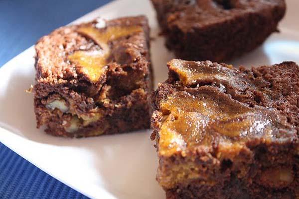 Dark chocolate pumpkin brownies