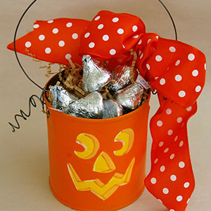 Painted can pumpkin | Sheknows.ca