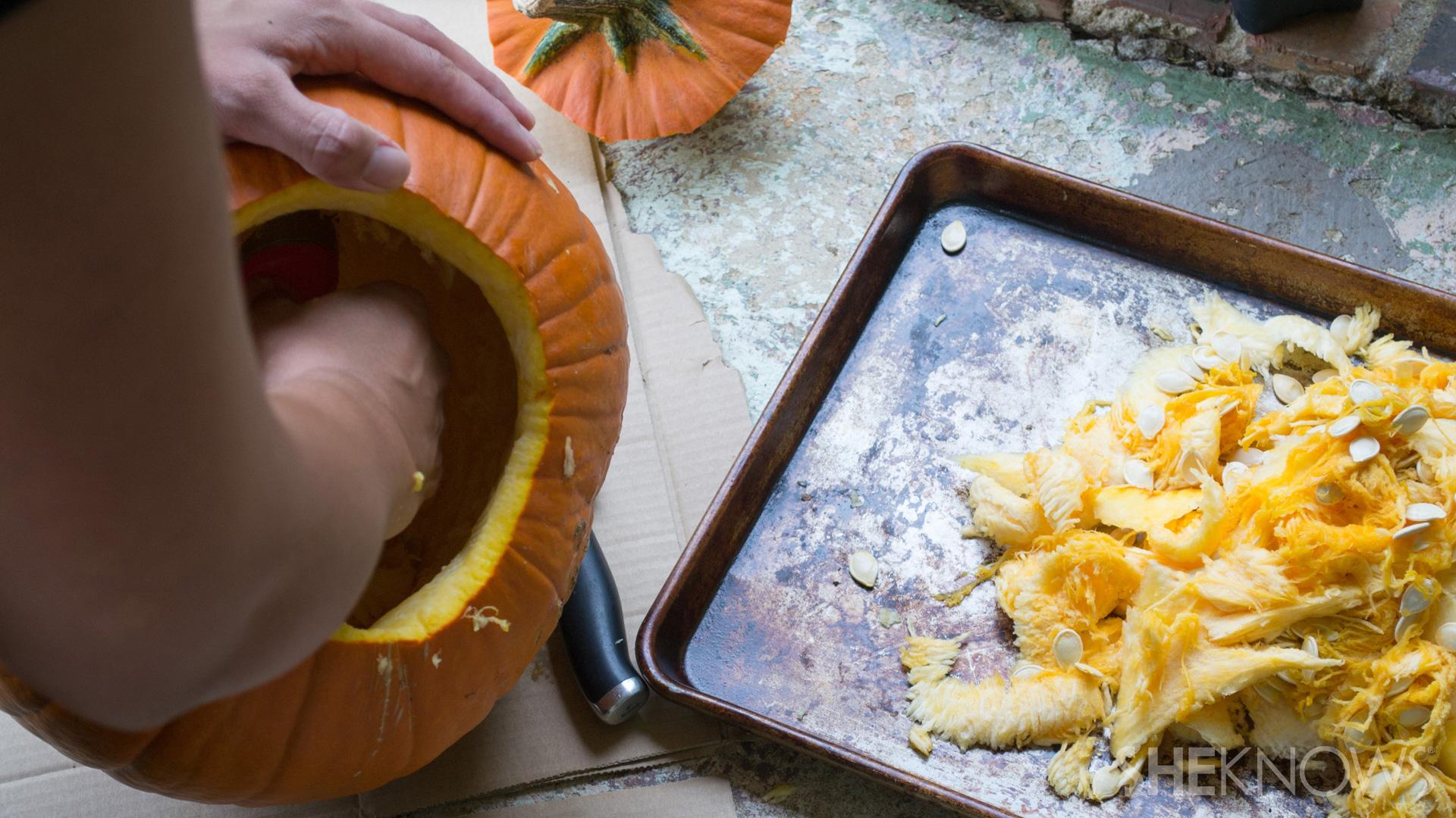 DIY Pumpkin planter: scoop out center