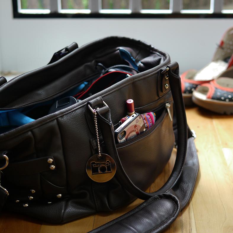 Kim Thompson Steel's purse | Sheknows.com