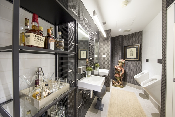 AIRBNB-Office-Bathroom