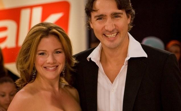 Justin Trudeau sings 'Jingle Bells' for