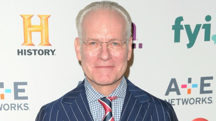 Fashion feud: Tim Gunn can't look