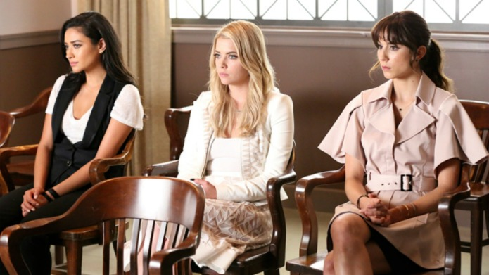 Pretty Little Liars cast dishes about