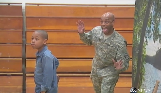 Military dad surprises son on school
