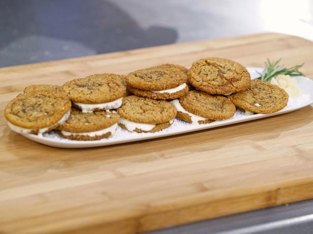 Holiday Baking Championship Recipes: Gingersnap ice cream sandwiches