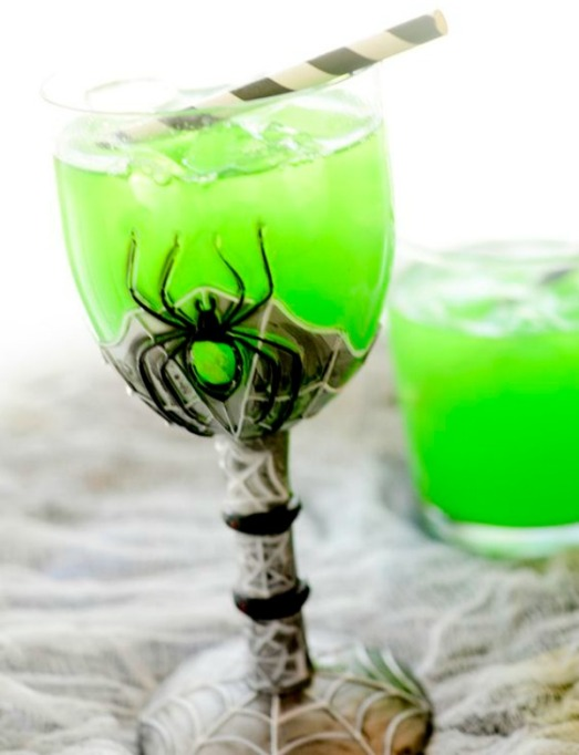30 Halloween Cocktails & Mocktails That'll Take Your All Hallow's Eve to the Next Level: Witch's Brew