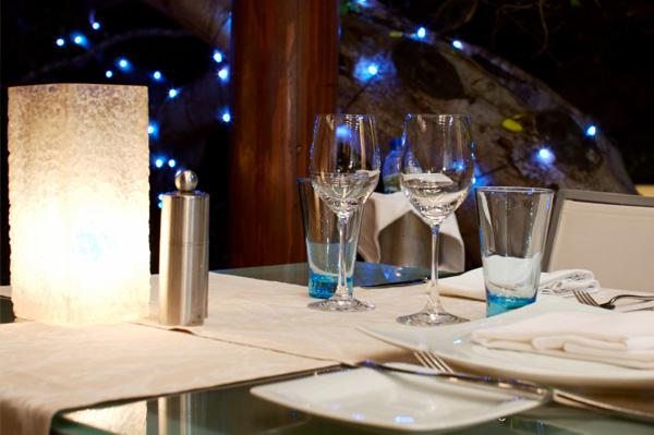 Frosty place setting ideas for summer