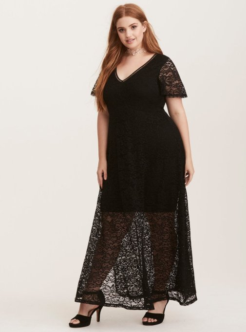 What to Wear to a Fall or Winter Wedding: Torrid Black Lace V-Neck Maxi Dress | Fall Style 2017