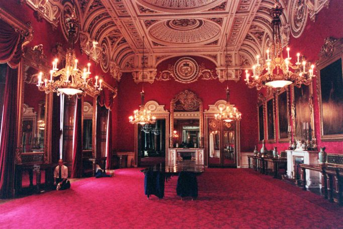 Inside the Royal Castles: Buckingham Palace Dining Room