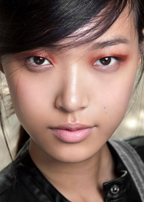 Low-Maintenance Summer Beauty Inspiration Ideas: Black Hair Copper Shadow | Summer Beauty 2017