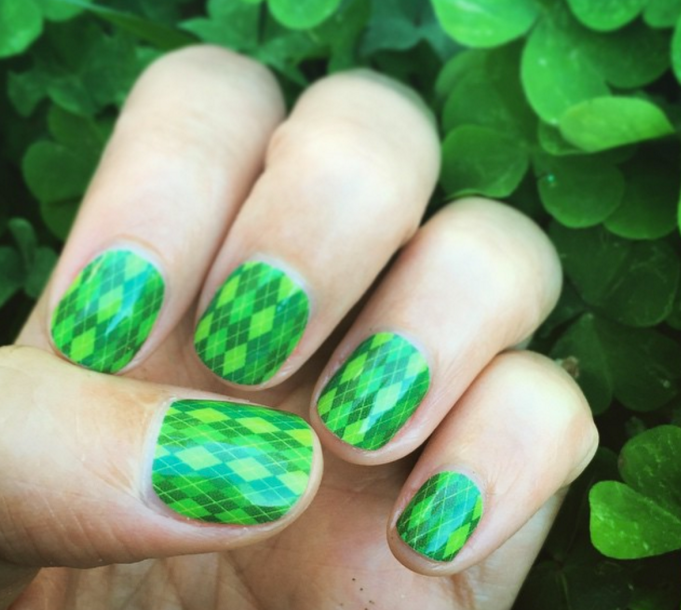 Plaid green nails