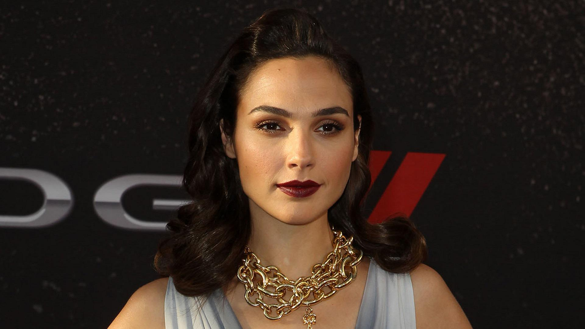 In Defense Of Wonder Woman Why Gal Gadot And The New Suit Is