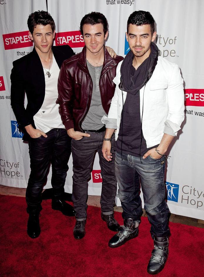 So long, Mickey! Jonas Brothers leave
