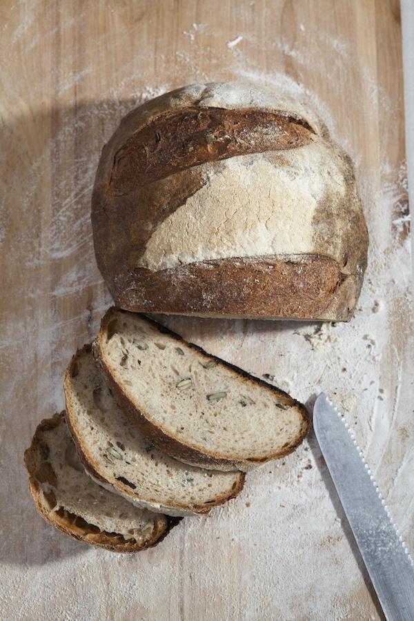 Мальчик открытки, картинка как резать хлеб про характер прикольные