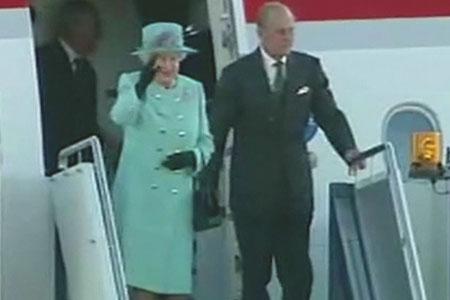 Queen Elizabeth and Prince Philip land in Australia