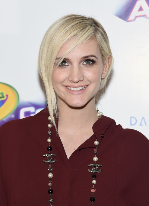 Celebrities Who Got Pregnant at a Young Age: Ashlee Simpson