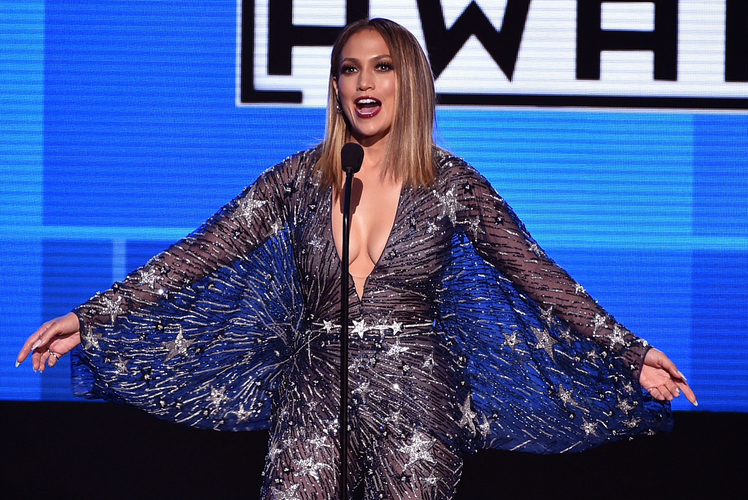Every amazing outfit Jennifer Lopez wore at the 2015