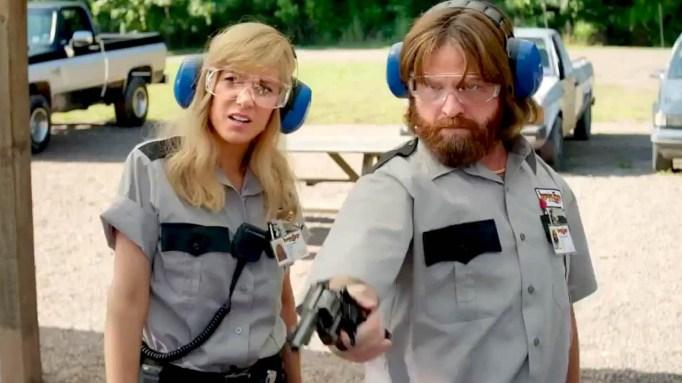 Still of Zach Galifianakis and Kristen Wiig in 'Masterminds'