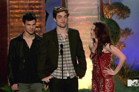Robert Pattinson and Taylor Lautner at the MTV Movie Awards