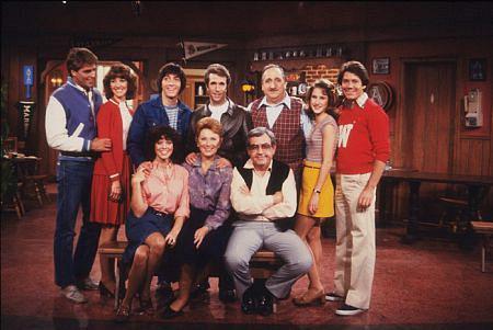 Cast of Happy Days sues CBS