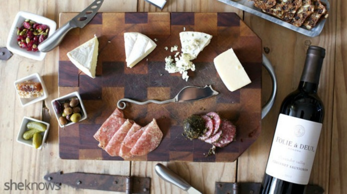 How to arrange a swank-looking cheese