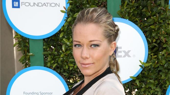 Kendra Wilkinson details her moves following